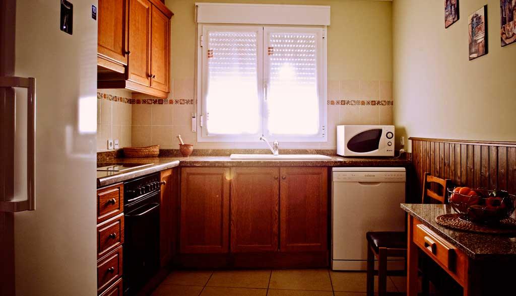 Casa rural el l o alojamiento en las lagunas de ruidera - Cocina casa rural ...